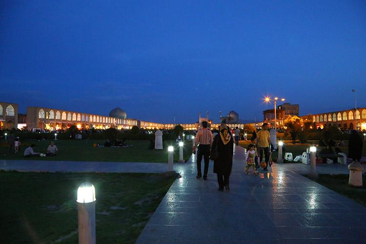 夜のエマーム広場