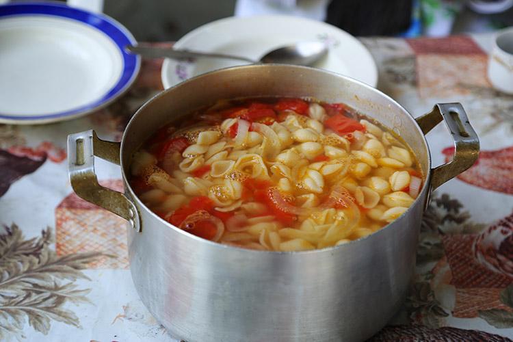 スープにマカロニ