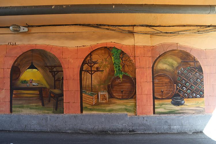 路地の小さなトンネル