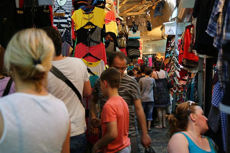 カオスの洋服市場