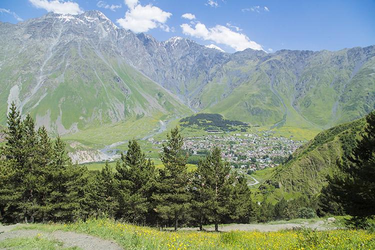 カズベキの村