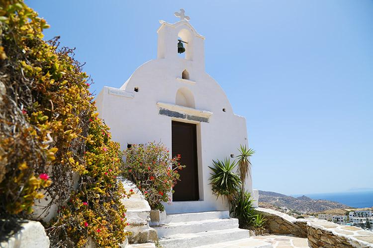 丘の街のてっぺんにある教会。