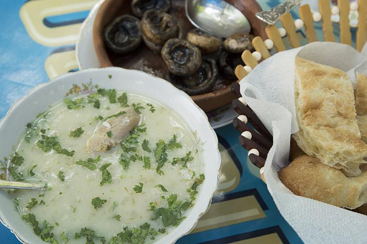 チキンとヨーグルトのスープ