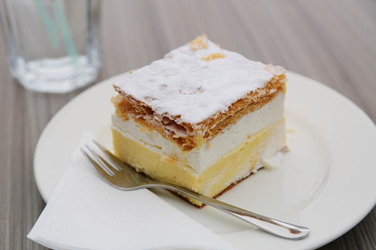 ブレッド名物クリームケーキ