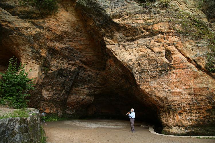 グートゥマニャ洞穴