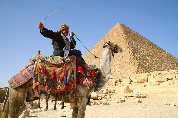 ギザ クフ王 ピラミッド カイロ