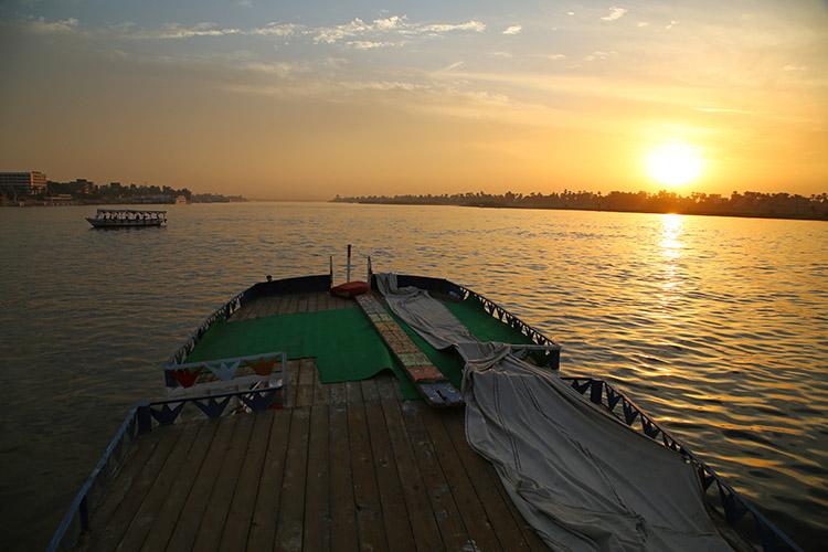 ナイル川 ボート ルクソール
