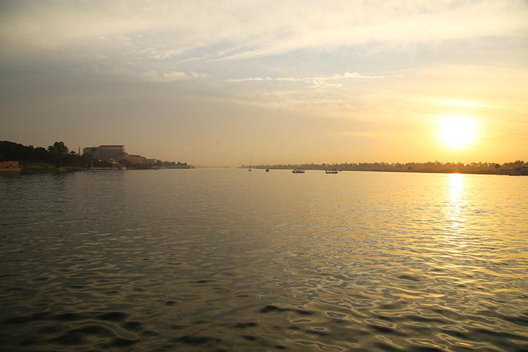ルクソール ナイル川 ボート