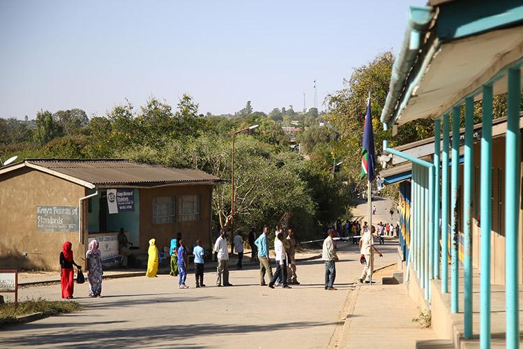 ケニア 国境 イミグレ