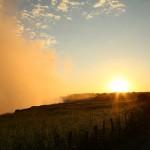 黄金に光るビクトリアの滝