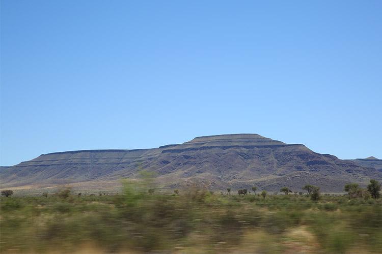 ナミビア 未舗装道路 ドライブ
