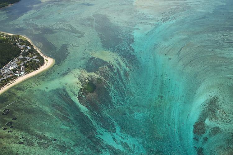 モーリシャス ヘリコプター 幻の海の滝あ