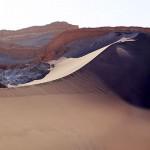 砂漠の月の谷