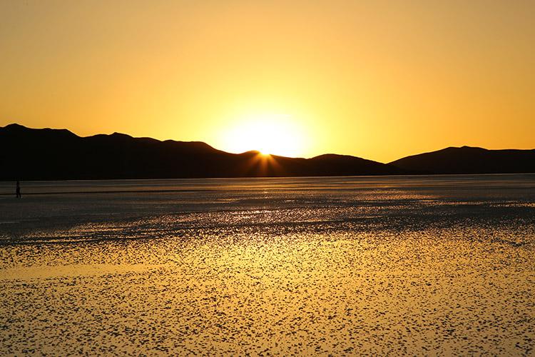 ウユニ塩湖 ツアー 夕日