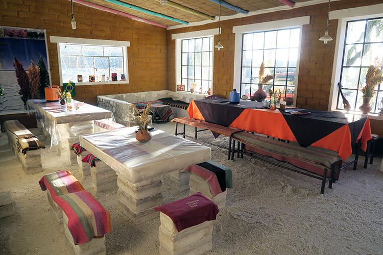 ウユニ塩湖 ツアー 塩のホテル