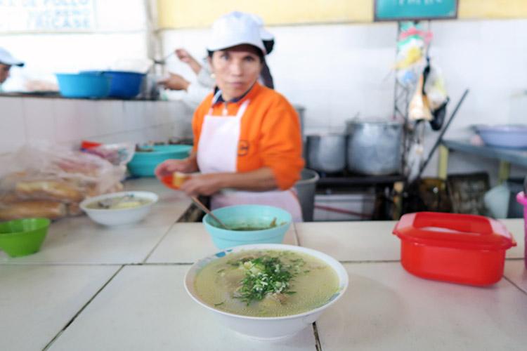 サンタクルス ボリビア 市場 ご飯 食事
