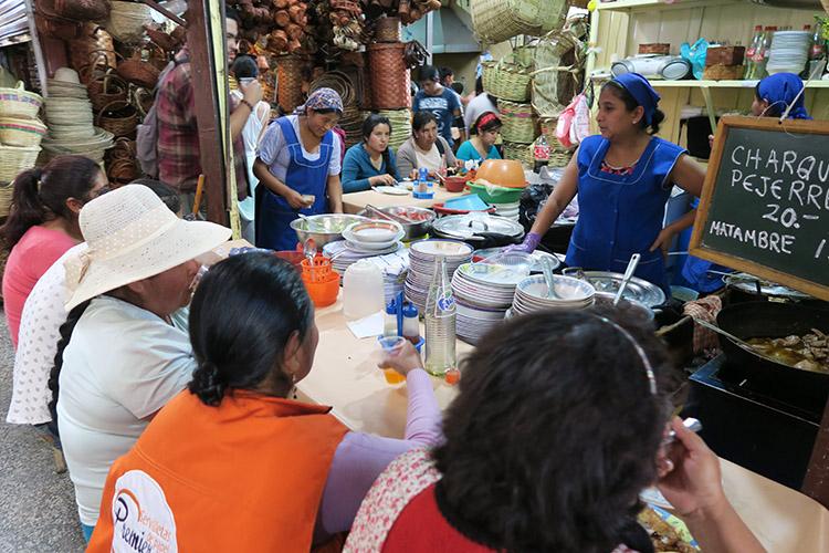 コチャバンバ メルカド 市場 食堂 レストラン