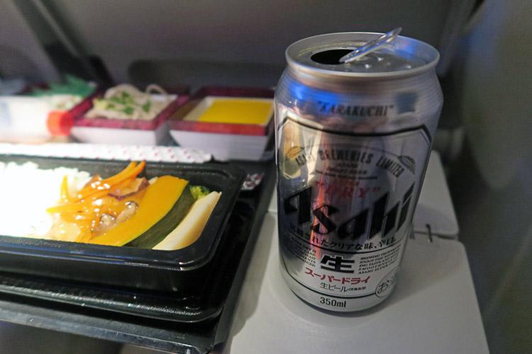 カタール航空 機内食 ビール