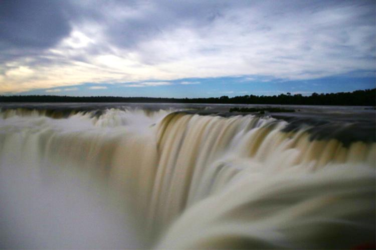 イグアスの滝 ルナレインボー フルムーンウォーク
