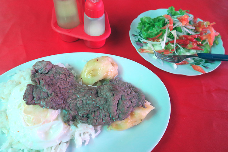 コチャバンバ メルカド 市場 食堂 レストラン シルパンチョ
