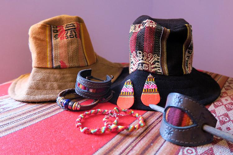 コパカバーナ ボリビア お土産