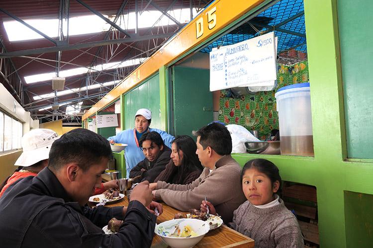 ペルー プーノ 食事 ご飯 市場
