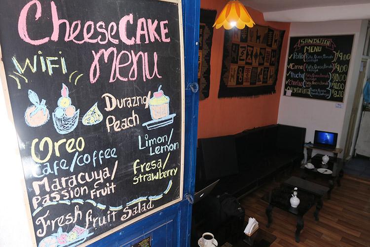 クスコ 路地 おすすめ カフェ チーズケーキ