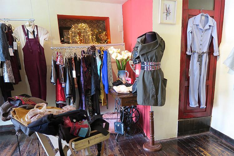 クスコ 路地 洋服 Hilo お洒落 ファッションデザイナー