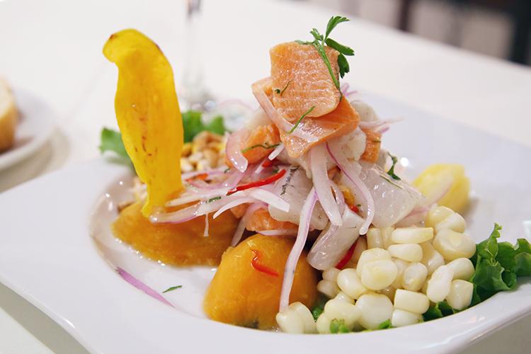 ペルー プーノ 人気 レストラン 食事 ご飯 セビーチェ