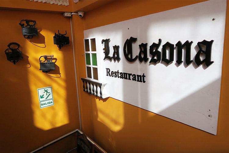 ペルー プーノ 人気 レストラン 食事 グルメ ご飯