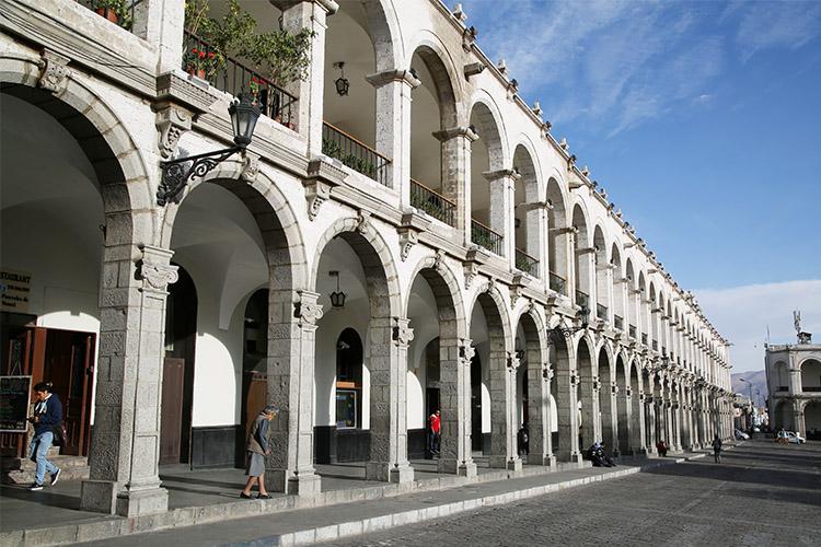 アレキパ ペルー 白い街 アルマス広場