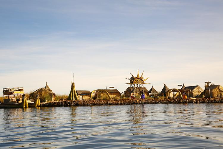 ウロス島 プーノ 藁の島 ツアー ペルー