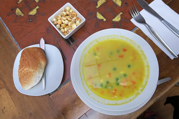 ペルー プーノ 人気 レストラン 食事 グルメ ラ・カソーナ