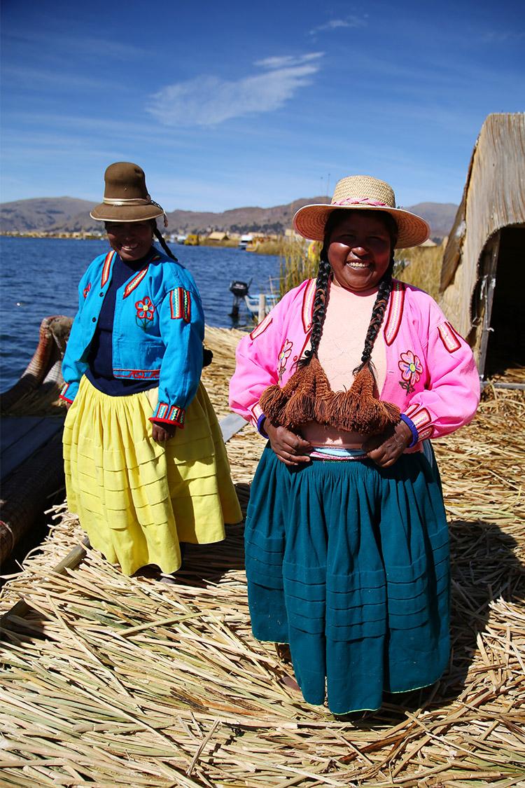 ウロス島 プーノ 藁の島 ツアー titimarka