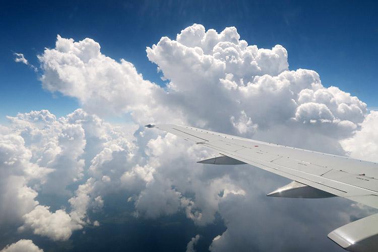 ペルー航空 リマ イキトス 飛行機