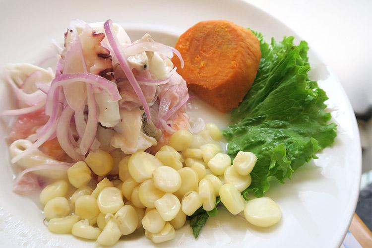 ミラフローレス シーフードレストラン Punto Azul セビーチェ