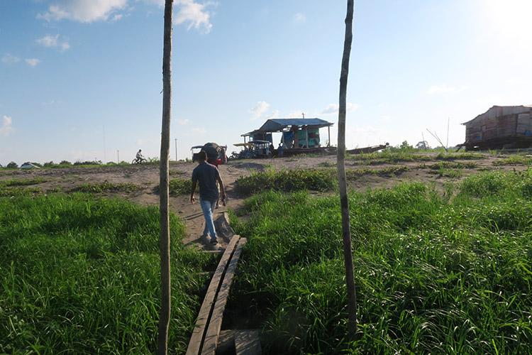ペルー ブラジル スピードボート