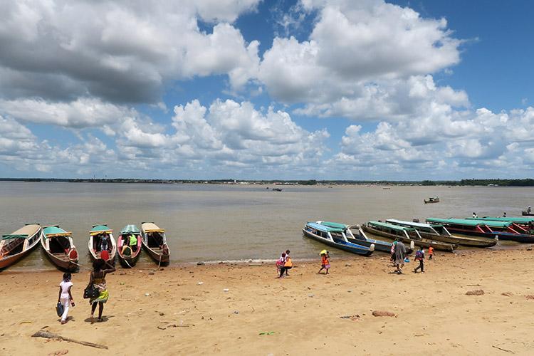 スリナム 国境 アルビナ