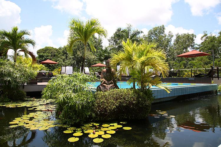 スリナム パラマリボ ホテル