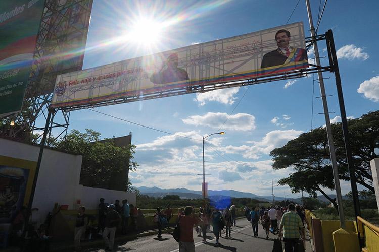 ベネズエラから メリダ 国境 コロンビアへ