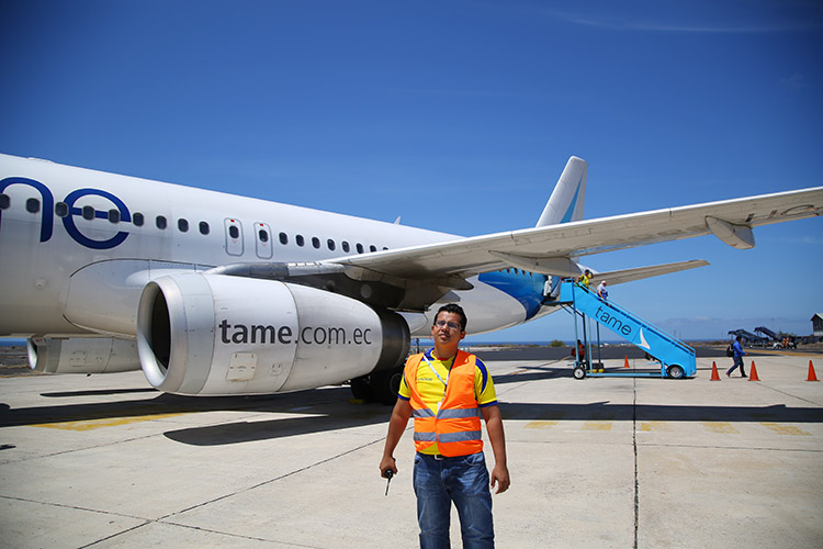 ガラパゴス諸島 グアヤキル Tame航空