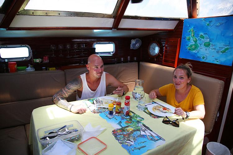 ガラパゴス諸島 クルージングツアー