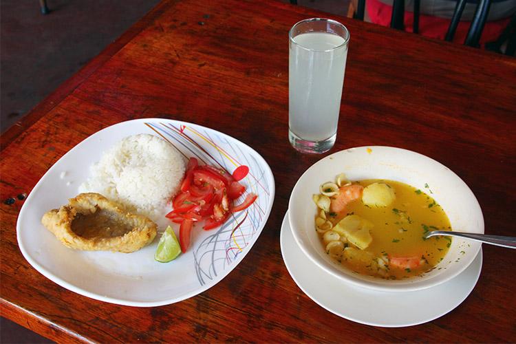 ガラパゴス島 食堂 格安 ご飯