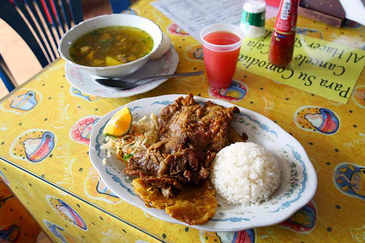 シルビア 食堂 ご飯 コロンビア