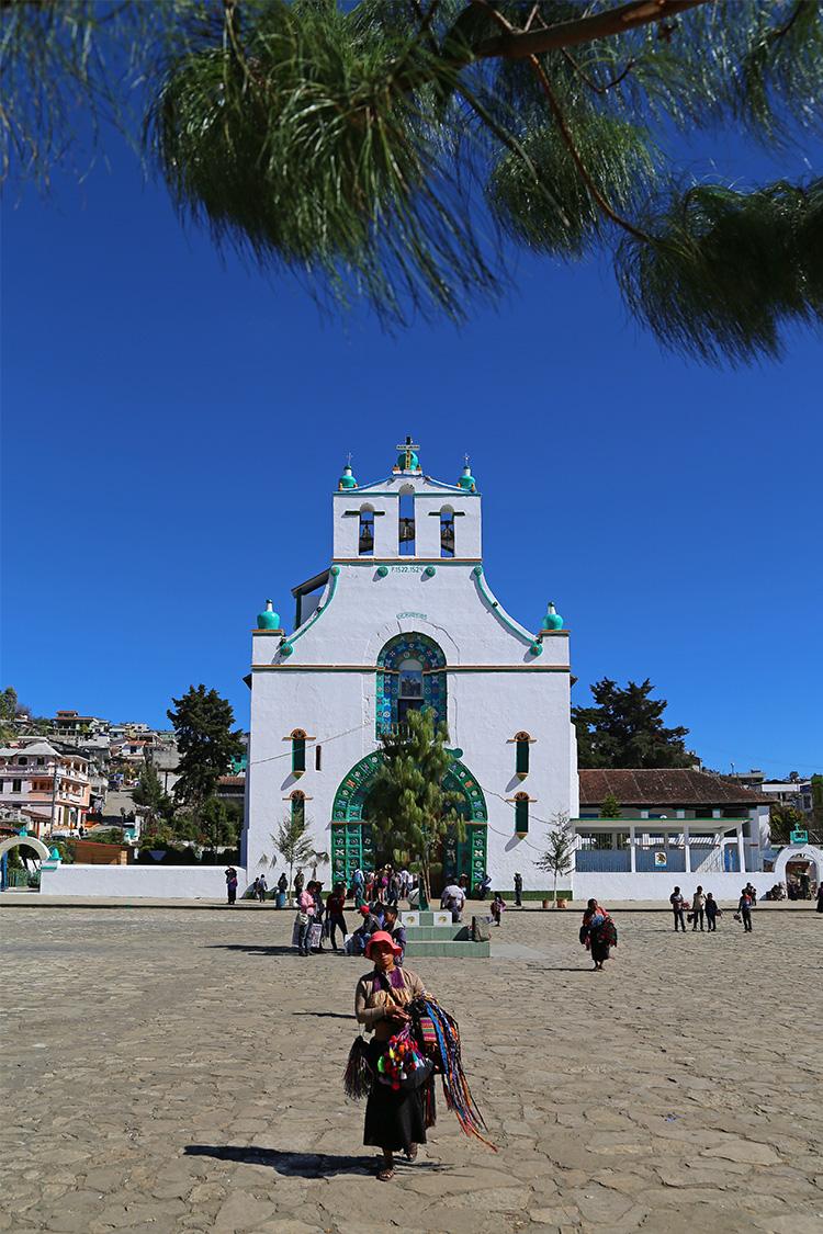 サンフアン・チャムラ 日曜市 教会