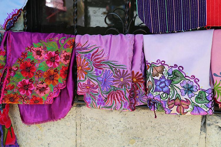 シナカンタン 民芸品 刺繍 民族衣装