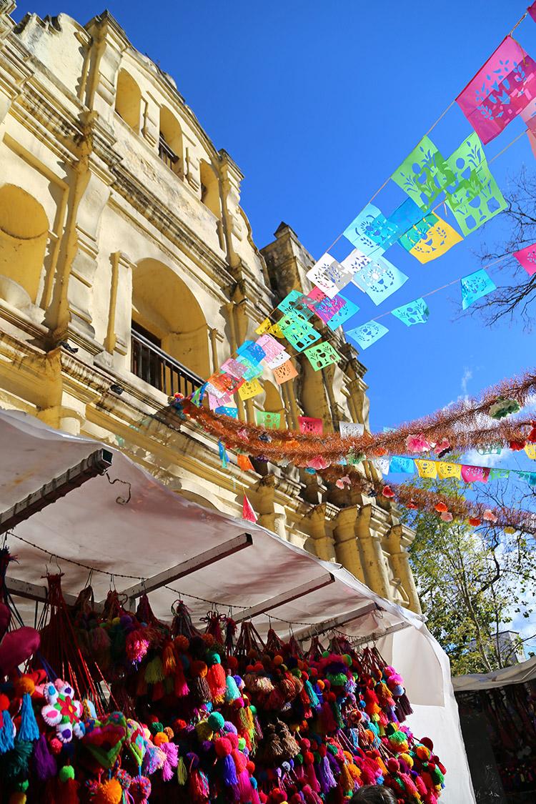 サンクリ サントドミンゴ寺院 民芸品市場
