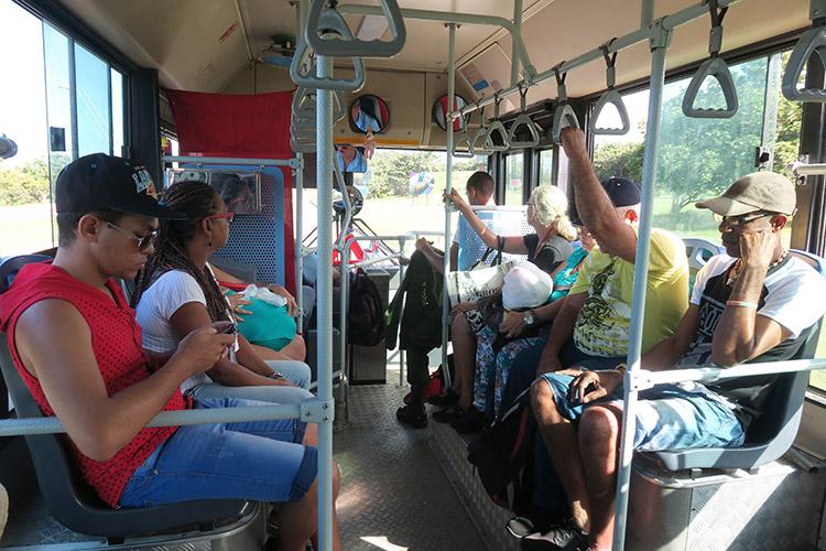 ハバナ キューバ コヒマル バス