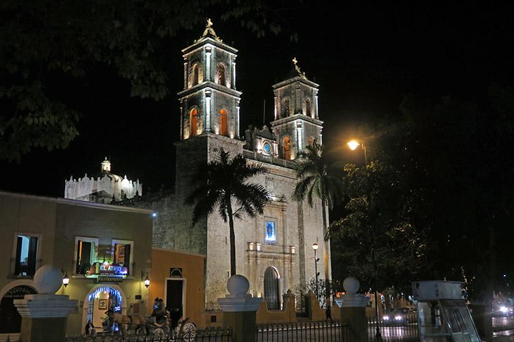 バヤドリード 教会 ソカロ