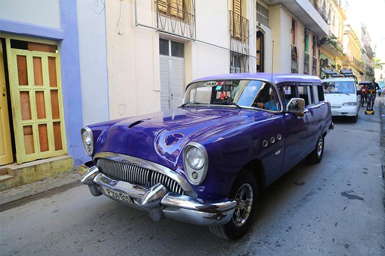 キューバ クラシックカー アメ車